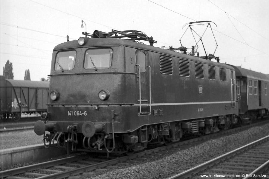 http://www.traktionswandel.de/pics/foren/hifo/1971-10-04_C01-05_141064-6_BwFFM-1_N_Frankfurt-Mainkur_900.jpg