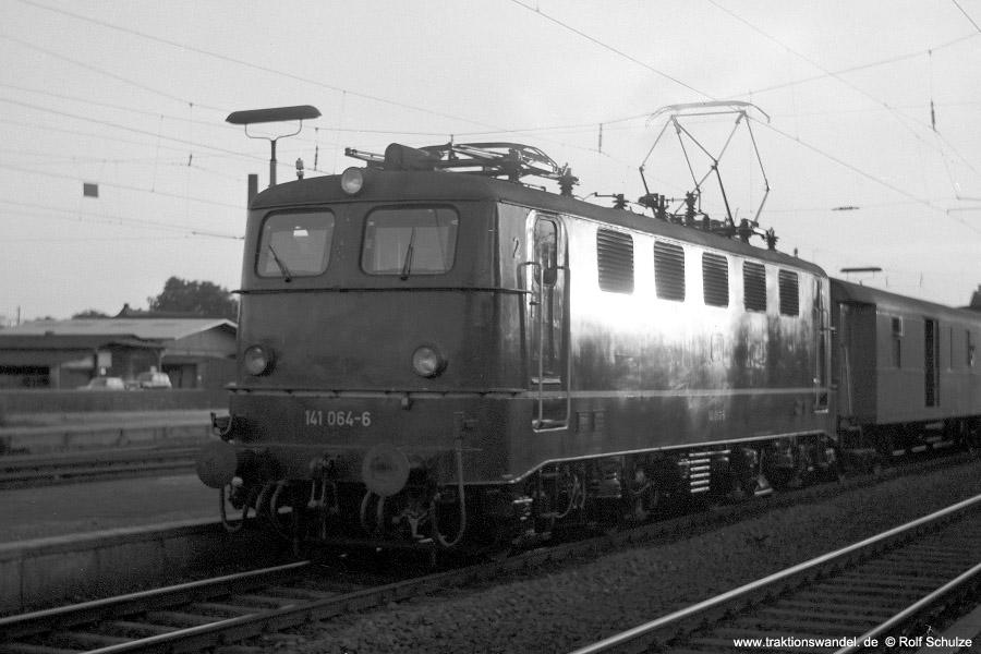 http://www.traktionswandel.de/pics/foren/hifo/1971-10-05_C01-11_141064-6_BwFFM-1_N_Frankfurt-Mainkur_900.jpg
