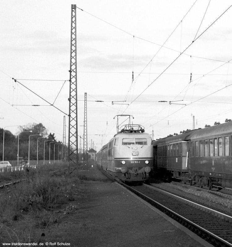 http://www.traktionswandel.de/pics/foren/hifo/1971-10-05_C01-12_103163-2_BwMuenchenHbf_TEE106_Ffm-Mainkur_750.jpg