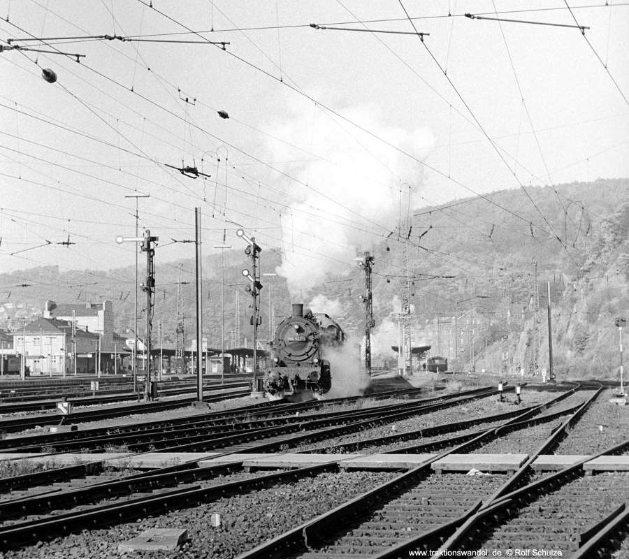 http://www.traktionswandel.de/pics/foren/hifo/1971-10-28_A65-01_094533-7_N_Dillenburg_900.jpg