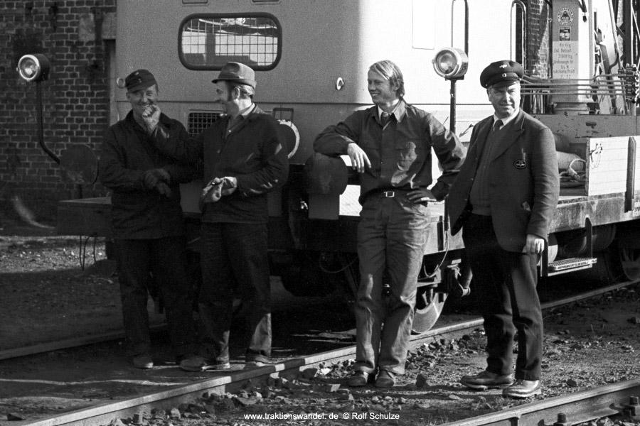 http://www.traktionswandel.de/pics/foren/hifo/1971-10-28_A65-07_Skl_imBwDillenburg_aus.jpg