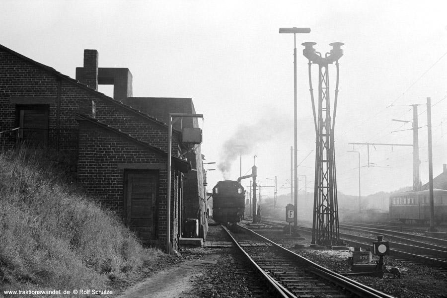 http://www.traktionswandel.de/pics/foren/hifo/1971-10-28_A65-10_094538-6_BwDillenburg_dort_Bekohlung_900.jpg