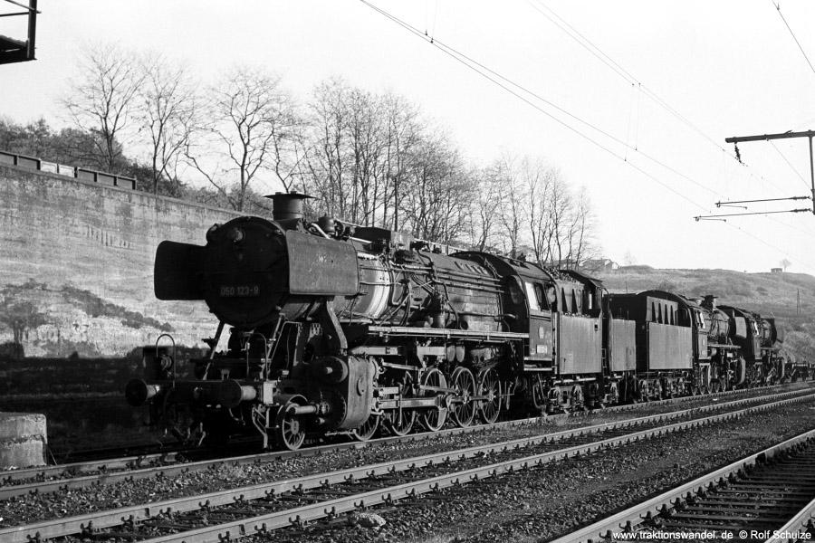 http://www.traktionswandel.de/pics/foren/hifo/1971-10-28_A65-13_050123_BwDillenburg_dort_900.jpg