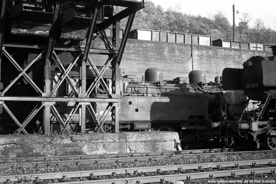 http://www.traktionswandel.de/pics/foren/hifo/1971-10-28_A65-15_094652-5_BwDillenburg_dort_Bekohlung_900.jpg