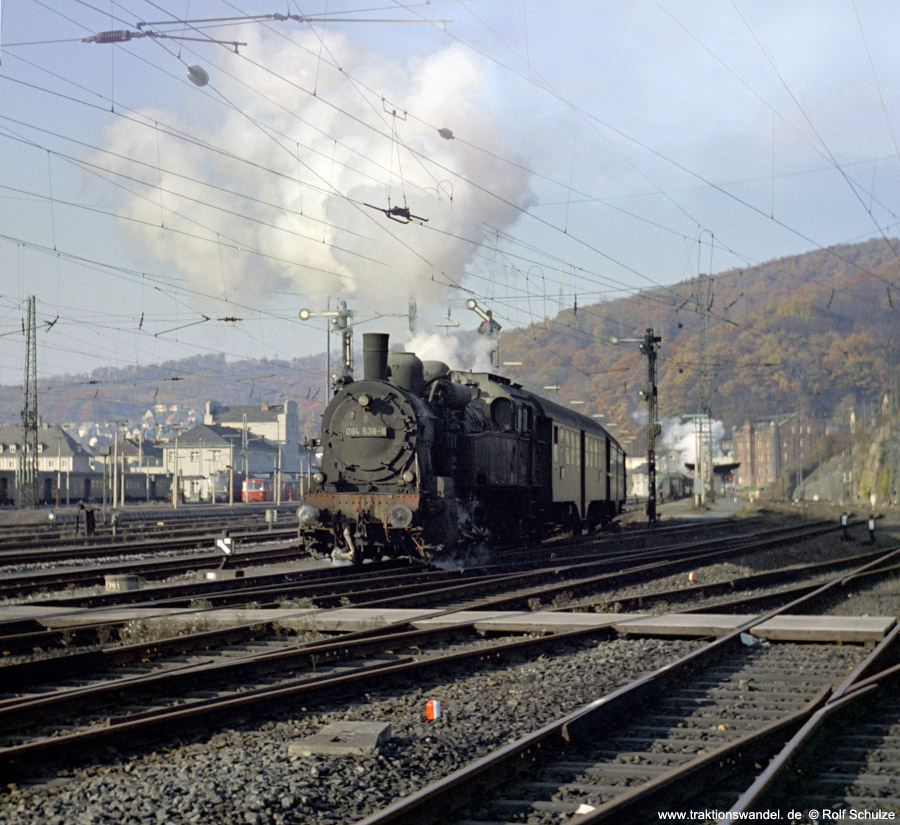 http://www.traktionswandel.de/pics/foren/hifo/1971-10-28_D01-03_094538-6_N_Bf-Dillenburg-Ausf.jpg