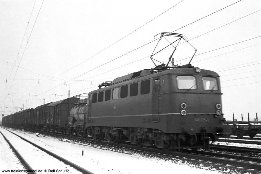 http://www.traktionswandel.de/pics/foren/hifo/1972-01-26_A69-06_140235-3_BwMainz-Bischofshm_Gz_FFM-Mainkur_900.jpg
