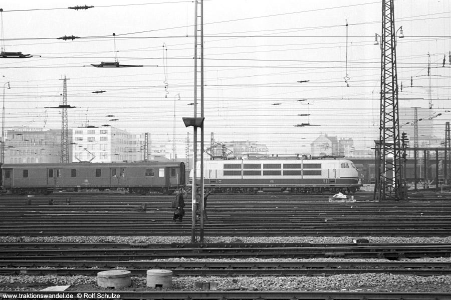 http://www.traktionswandel.de/pics/foren/hifo/1972-02-01_A69-13_103111-1_BwFFM-1_D_FFM-Hbf_900.jpg