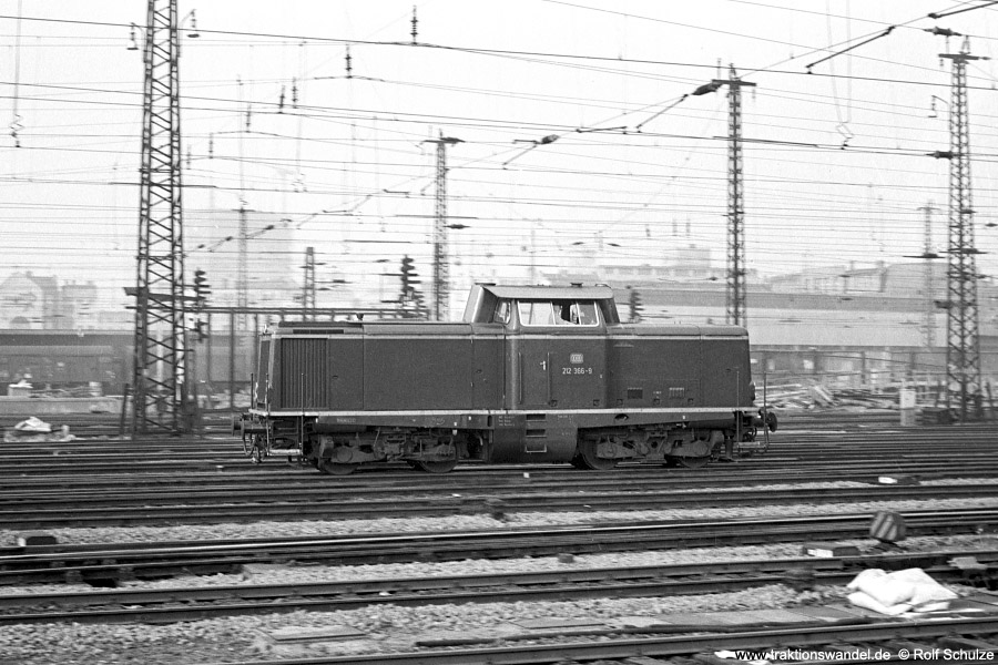 http://www.traktionswandel.de/pics/foren/hifo/1972-02-01_A69-14_212366-9_BwHanau_FFM-Hbf_900.jpg