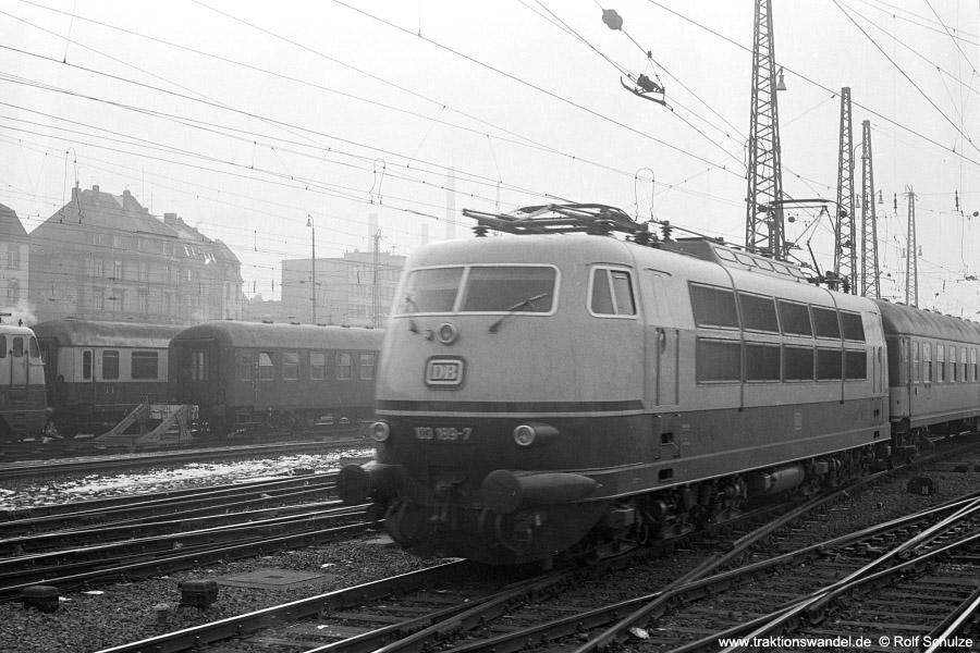 http://www.traktionswandel.de/pics/foren/hifo/1972-02-01_A69-15_103189-7_BwHambg-Eidelstedt_D_FFM-Hbf_900.jpg