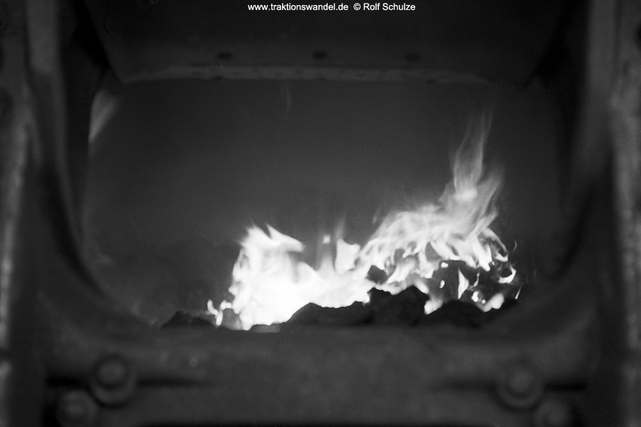 http://www.traktionswandel.de/pics/foren/hifo/1972-03-04_A71-24_044206-1_BwBetzdf_imBwDillenbg-Feuer.jpg