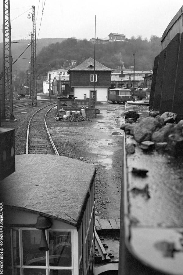 http://www.traktionswandel.de/pics/foren/hifo/1972-03-04_A71-29_044206-1_BwBetzdf_BwDillenbg-Bl-v-Fst.jpg