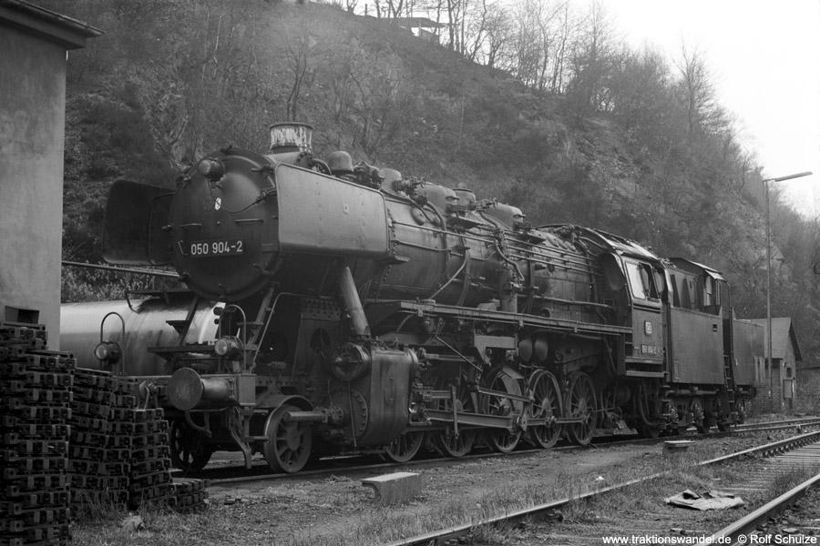 http://www.traktionswandel.de/pics/foren/hifo/1972-04-01_A80-41_050904-2_BwBetzdorf_dort.jpg