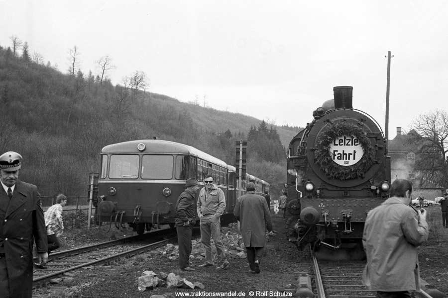 http://www.traktionswandel.de/pics/foren/hifo/1972-04-30_A84-19_094540-2_BwDillenbg_Sdz_Herrnberg.jpg