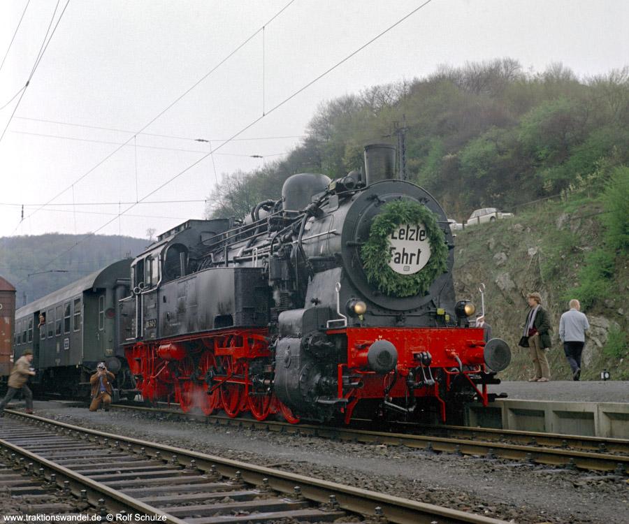 http://www.traktionswandel.de/pics/foren/hifo/1972-04-30_D06-08_094540-2_BwDillenbg_Sdz_Bf-Dillenburg.jpg