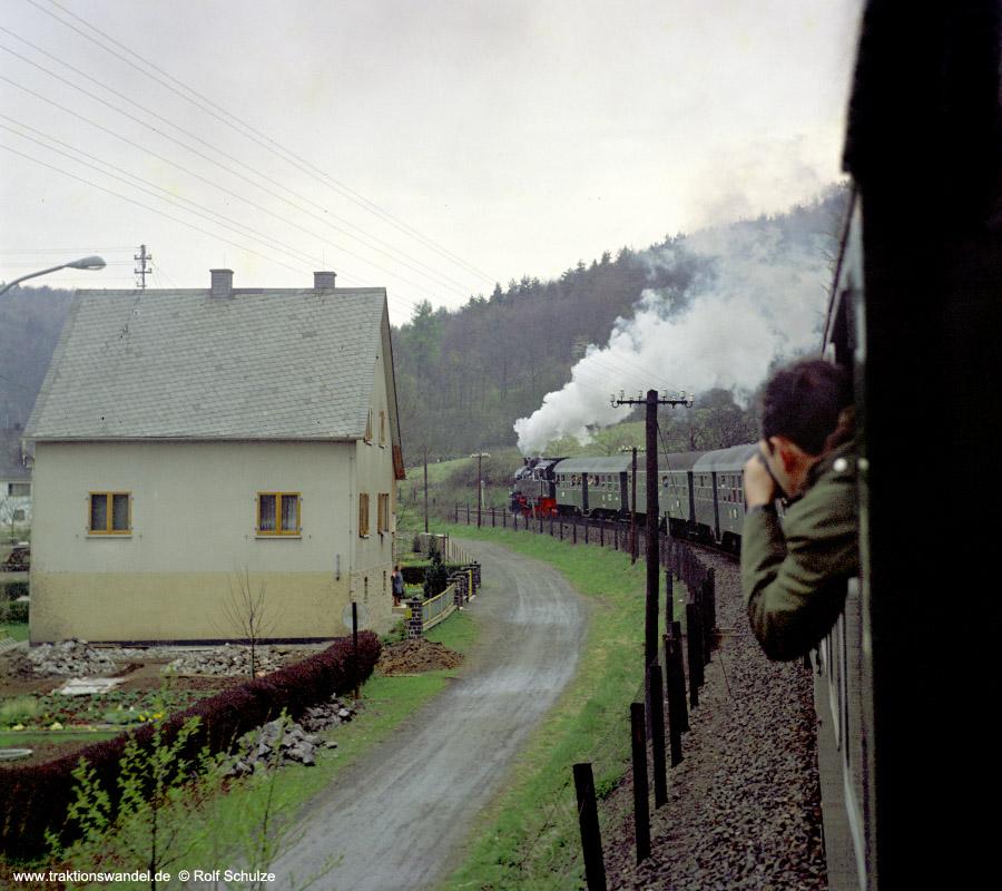 http://www.traktionswandel.de/pics/foren/hifo/1972-04-30_D06-11_094540-2_BwDillenbg_Sdz_Oberscheld.jpg