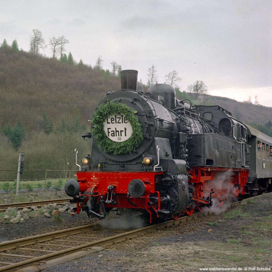 http://www.traktionswandel.de/pics/foren/hifo/1972-04-30_D06-14_094540-2_BwDillenbg_Sdz_Herrnberg.jpg