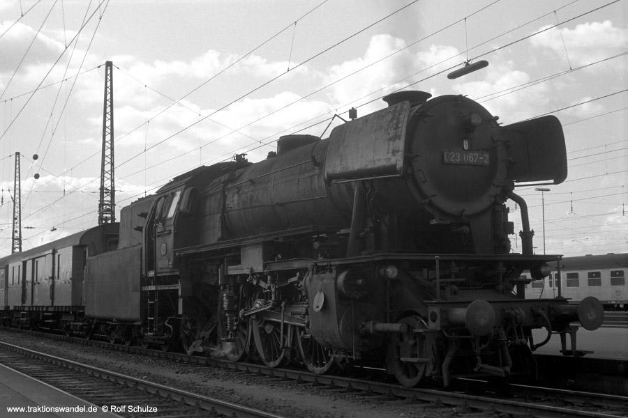 http://www.traktionswandel.de/pics/foren/hifo/1972-09-24_A110-35_023067-2_BwCrailsheim_E1956_Heilbronn_900.jpg