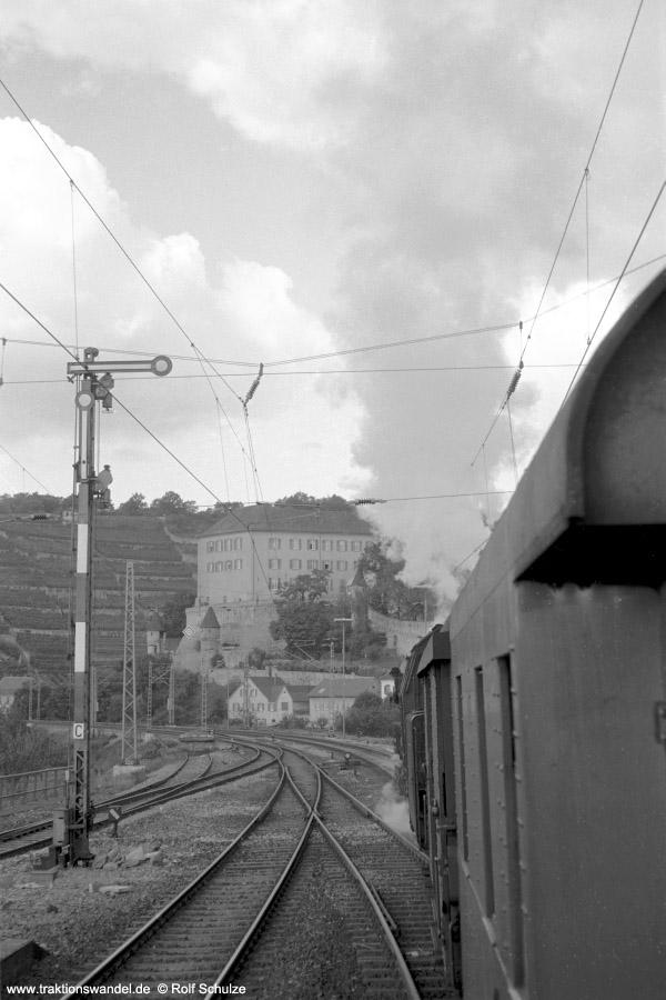 http://www.traktionswandel.de/pics/foren/hifo/1972-09-24_A110-43_023067-2_BwCrailsheim_E1956_Gundelsheim_900h.jpg