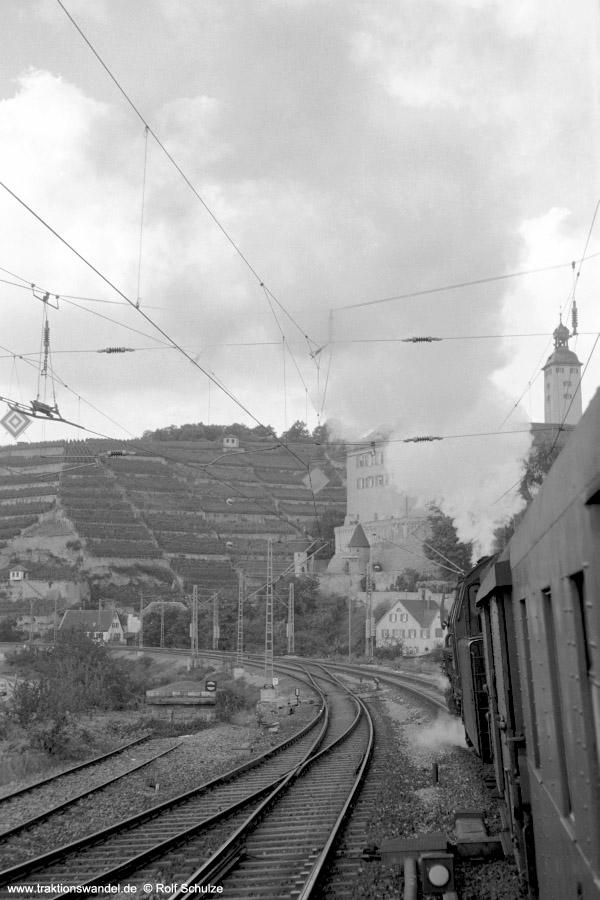 http://www.traktionswandel.de/pics/foren/hifo/1972-09-24_A110-45_023067-2_BwCrailsheim_E1956_Gundelsheim_900h.jpg