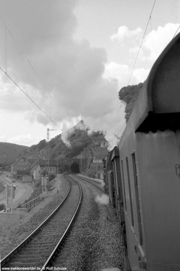 http://www.traktionswandel.de/pics/foren/hifo/1972-09-24_A110-47_023067-2_BwCrailsheim_E1956_Gundelsheim_900h.jpg