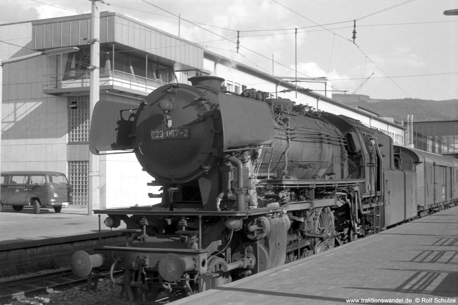 http://www.traktionswandel.de/pics/foren/hifo/1972-09-24_A110-51_023067-2_BwCrailsheim_E1956_Heidelberg_900.jpg