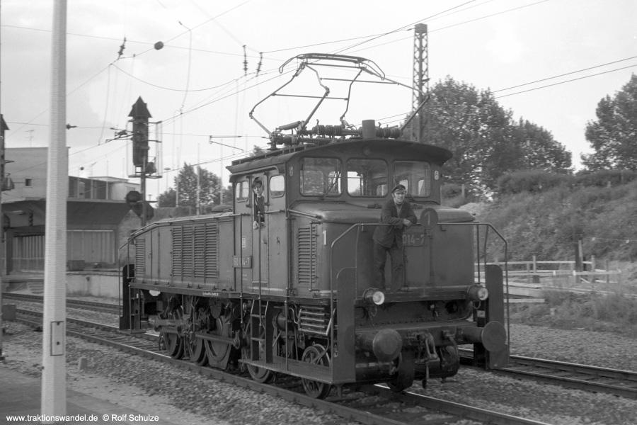 http://www.traktionswandel.de/pics/foren/hifo/1972-09-24_A110-63_160014-7_BwHeidelberg_Heidelberg_900.jpg