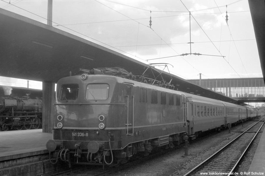 http://www.traktionswandel.de/pics/foren/hifo/1972-09-24_A110-69_141366-5_BwSaarbruecken_E1553_Heidelberg_900.jpg