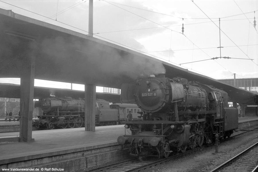 http://www.traktionswandel.de/pics/foren/hifo/1972-09-24_A110-71_023027_023032_BwCrailsheim_N2351_Heidelberg_900.jpg