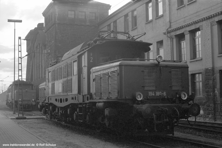 http://www.traktionswandel.de/pics/foren/hifo/1972-09-24_A112-17_194180-6_BwMannheim_dort_900.jpg