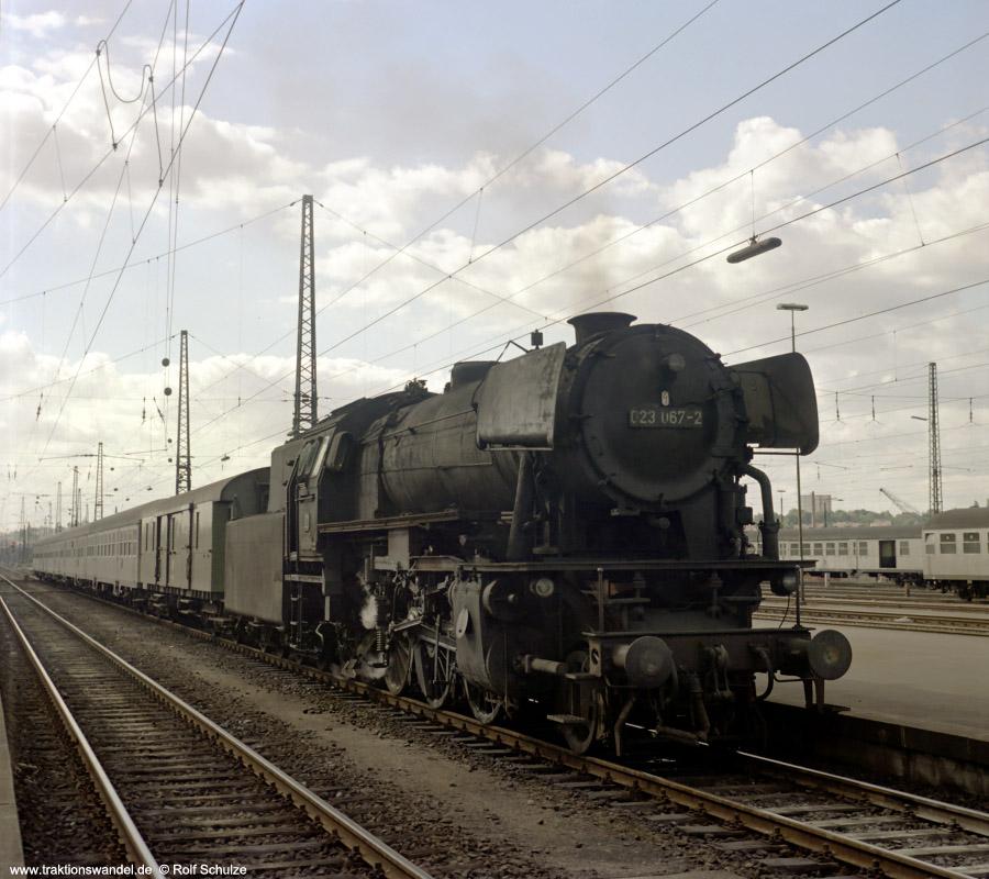 http://www.traktionswandel.de/pics/foren/hifo/1972-09-24_D13-11a_023067-2_BwCrailsheim_E1956_Heilbronn_900.jpg
