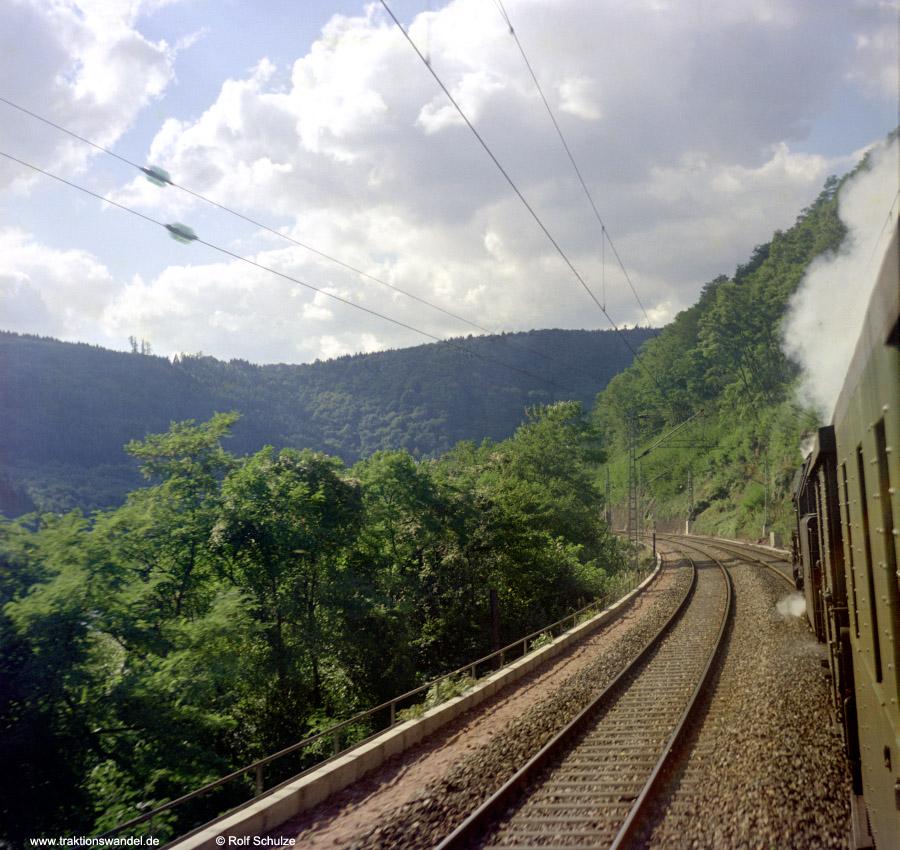 http://www.traktionswandel.de/pics/foren/hifo/1972-09-24_D13-13_023067-2_BwCrailsheim_E1956_Neckartal_900.jpg