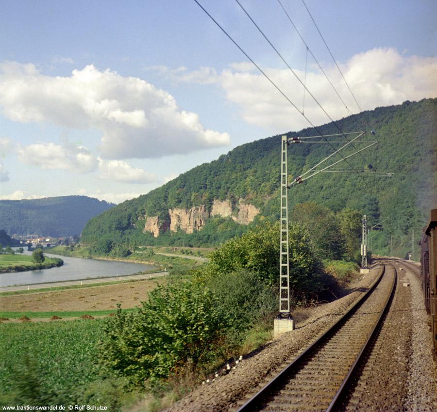 http://www.traktionswandel.de/pics/foren/hifo/1972-09-24_D13-14_023067-2_BwCrailsheim_E1956_Neckartal_900.jpg