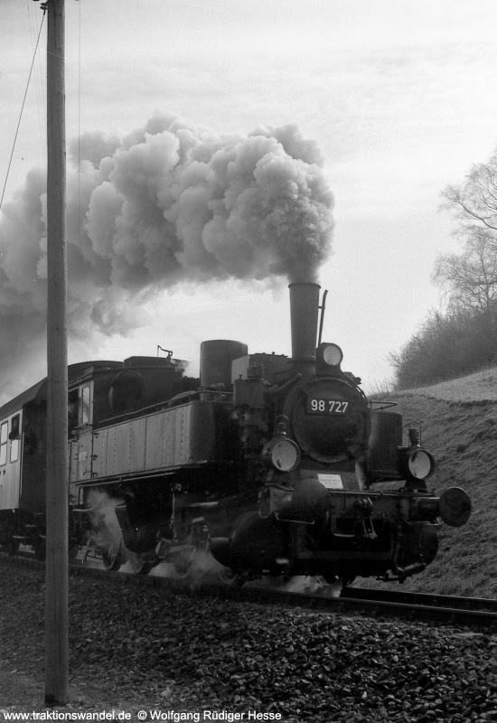 http://www.traktionswandel.de/pics/foren/hifo/1973-03-11_98727-3_Einfahrt-zur-Gaubahn-b-Ochsenfurt.jpg