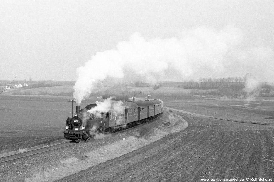 http://www.traktionswandel.de/pics/foren/hifo/1973-03-11_A130-07_98727_Sdz_Rittershausen.jpg