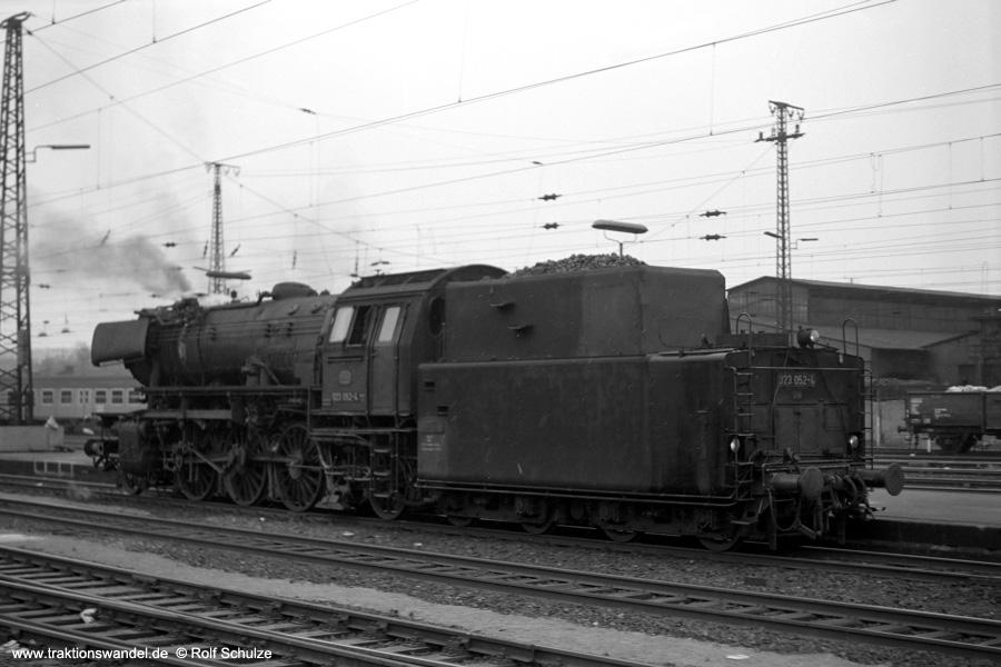 http://www.traktionswandel.de/pics/foren/hifo/1973-04-10_A132-31_023052-4_BwSaarbr_SaarbrueckenHbf_900.jpg