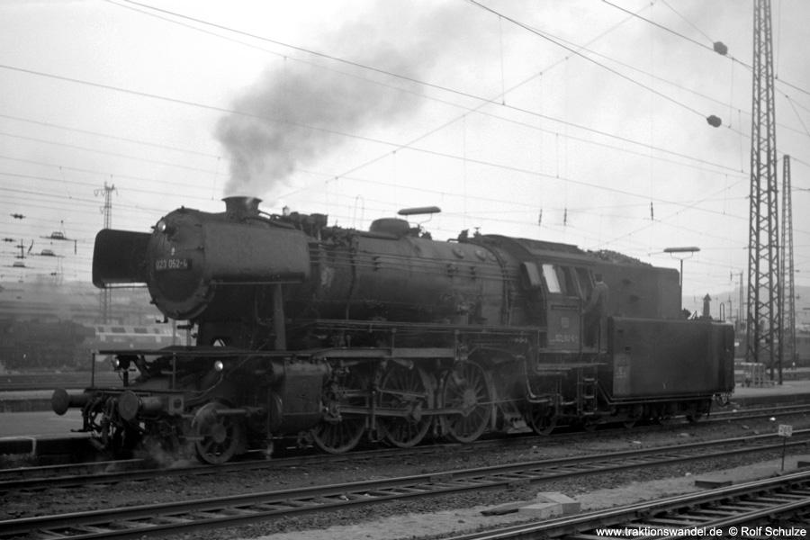 http://www.traktionswandel.de/pics/foren/hifo/1973-04-10_A132-32_023052-4_BwSaarbr_SaarbrueckenHbf_900.jpg