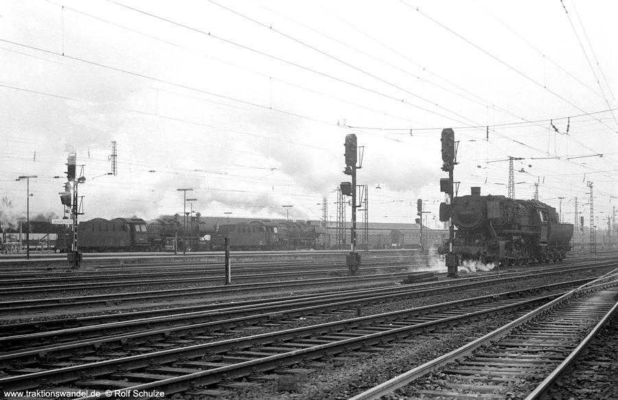 http://www.traktionswandel.de/pics/foren/hifo/1973-04-10_A133-10_053139-2_u-a_BwSaarbrueckenHbf_dort_900.jpg