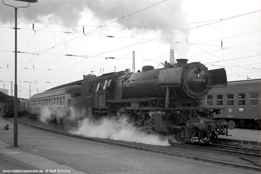 http://www.traktionswandel.de/pics/foren/hifo/1973-04-10_A134-34_023034-2_BwSBR_N4071w_SaarbrueckenHbf.jpg