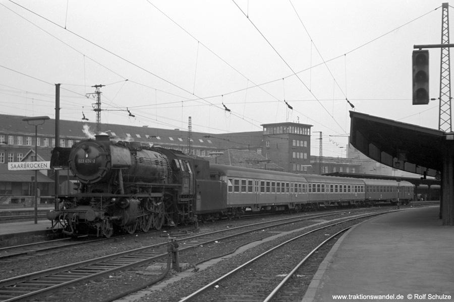 http://www.traktionswandel.de/pics/foren/hifo/1973-04-10_A135-11_023034-2_BwSaarbr_N4077_SaarbrueckenHbf.jpg