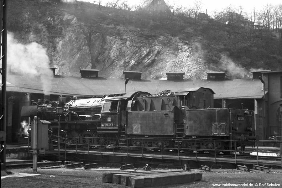 http://www.traktionswandel.de/pics/foren/hifo/1973-04-26_A143-13_052437-1_BwBetzdorf_dort-Drehscheibe_900.jpg