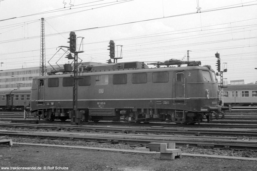http://www.traktionswandel.de/pics/foren/hifo/1973-07-06_A160-05_182021-6_im-HbfSaarbruecken_900.jpg