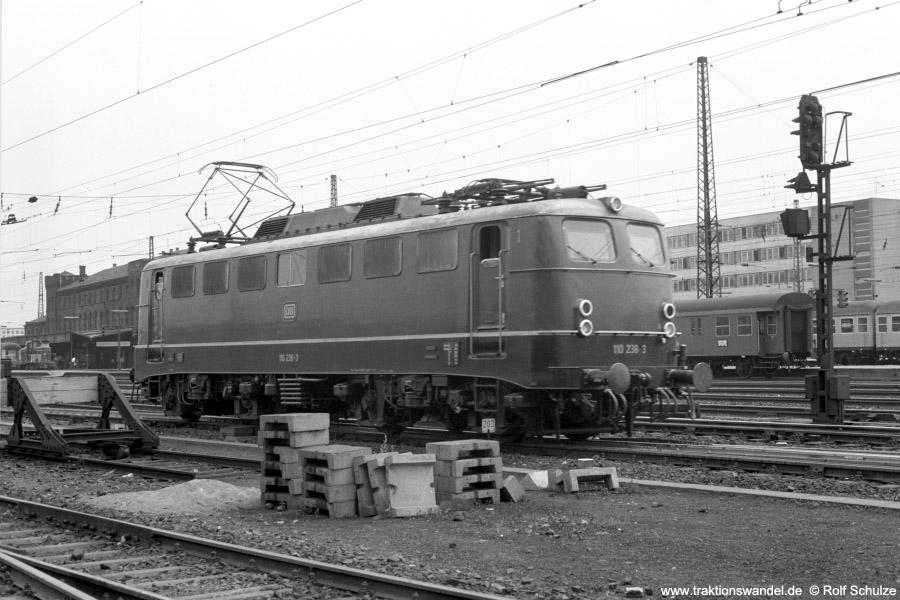 http://www.traktionswandel.de/pics/foren/hifo/1973-07-06_A160-06_110238-3_BwStuttgart_imBwSaarbruecken_900.jpg