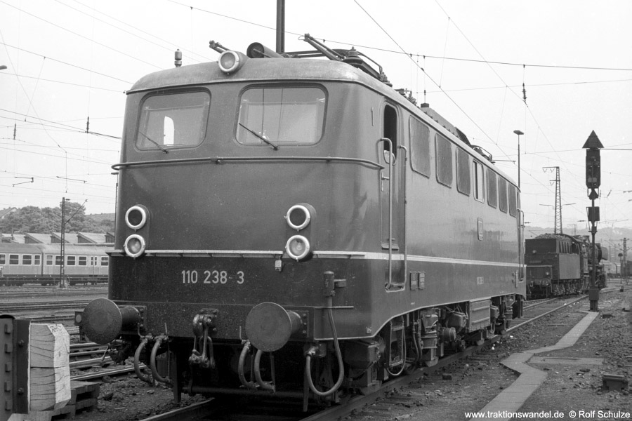 http://www.traktionswandel.de/pics/foren/hifo/1973-07-06_A160-09_110238-3_BwStuttgart_imBwSaarbruecken_900.jpg