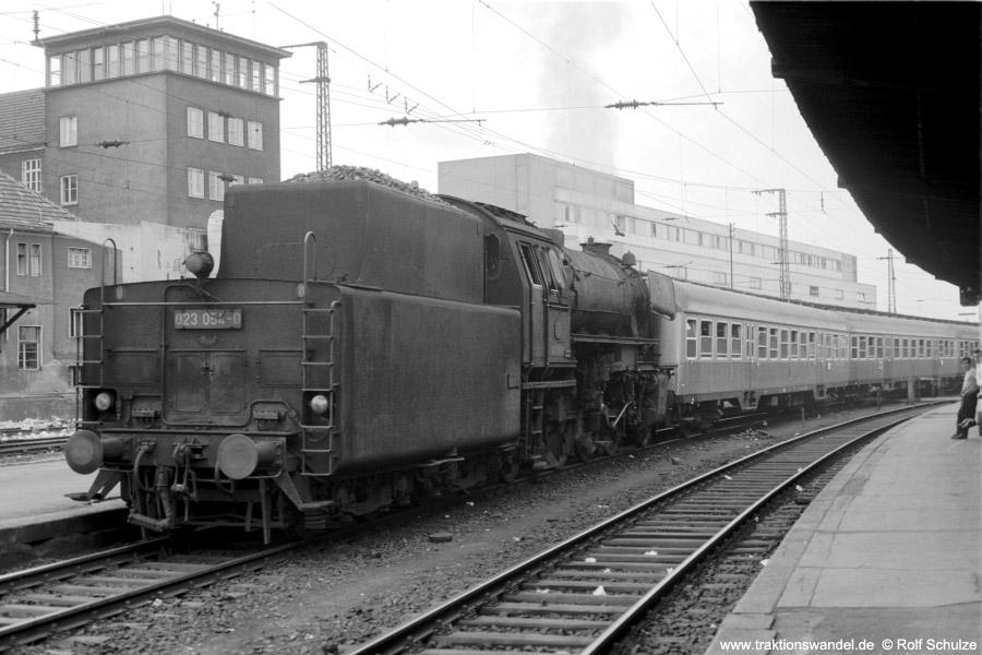 http://www.traktionswandel.de/pics/foren/hifo/1973-07-06_A160-13_023054-0_BwSBR_N4061_SaarbrueckenHbf_900.jpg