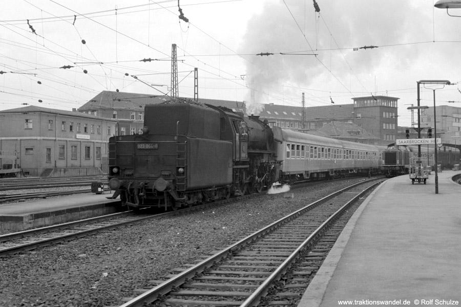http://www.traktionswandel.de/pics/foren/hifo/1973-07-06_A160-14_023054-0_BwSBR_N4061_SaarbrueckenHbf_900.jpg
