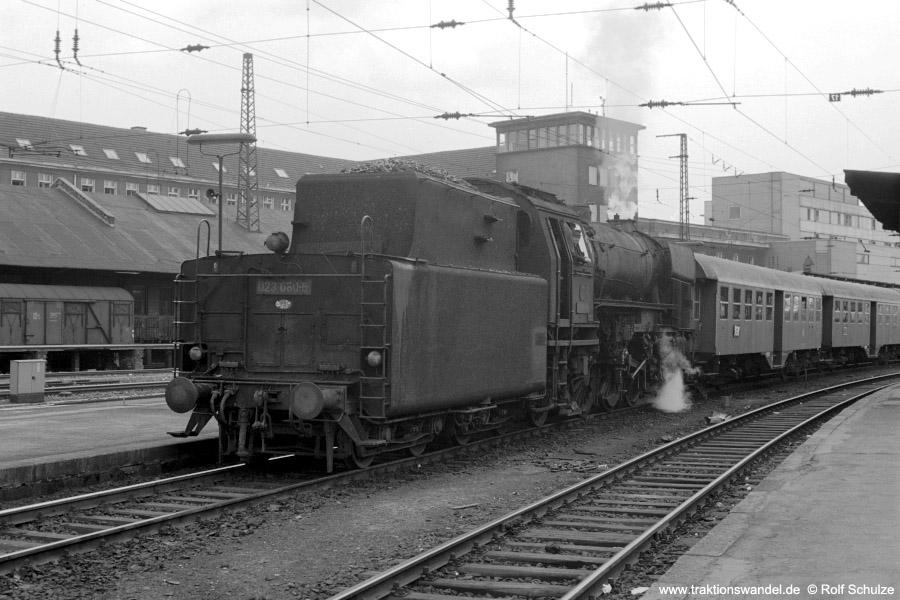 http://www.traktionswandel.de/pics/foren/hifo/1973-07-06_A160-30_023080-5_N4065_SaarbrueckenHbf_900.jpg