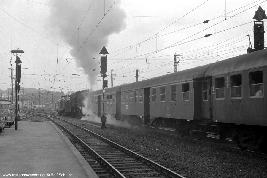 http://www.traktionswandel.de/pics/foren/hifo/1973-07-06_A160-36_212376-8_023080-5_N4065_SaarbrueckenHbf-Ausfahrt_900.jpg