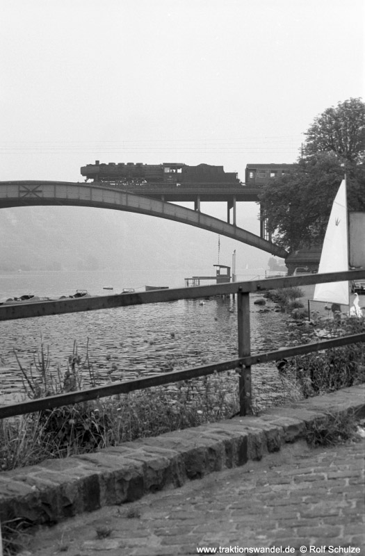 http://www.traktionswandel.de/pics/foren/hifo/1973-08-18_A185-28_050651-9_BwKoblenz-Mosel_N2457_Koblenz-Guels_800h.jpg