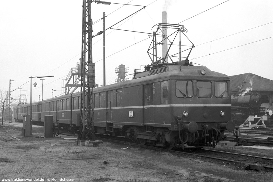 http://www.traktionswandel.de/pics/foren/hifo/1973-10-29_A192-10_426002_826602+601_426001_BwKoblenz-Mosel_dort_900.jpg