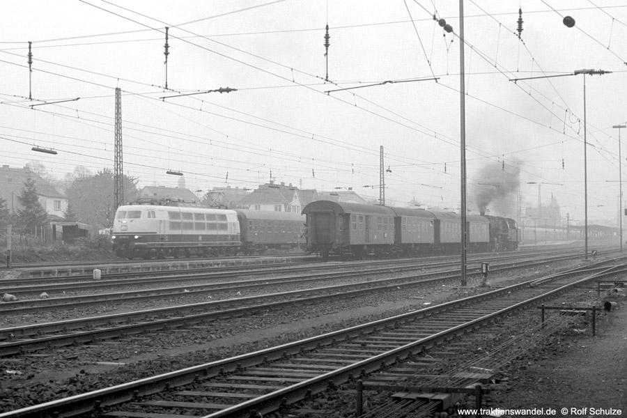 http://www.traktionswandel.de/pics/foren/hifo/1973-10-29_A192-31_103_D-Zug_050023-1_BwMayen_N4617_Andernach_900.jpg